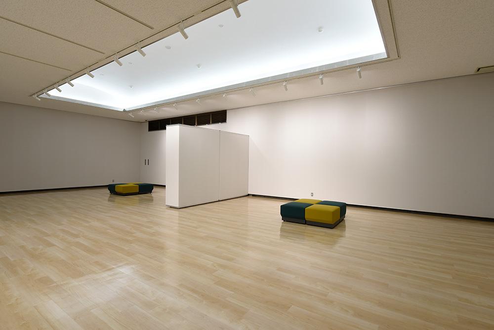 南アルプス市美術館展示室